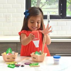 English + Spanish EnSALADa Playset | Bilingual Wooden Kitchen Toys | Pretend Play | Food Toys | Montessori Learning | Spanish Language Toys | Language Learning Market